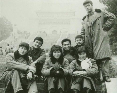 80年代的女星,罕见老照片,刘晓庆与斯琴高娃是那么的青涩