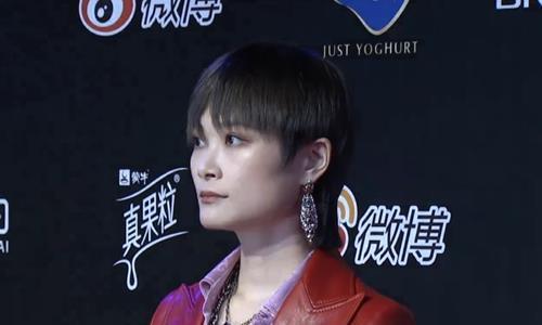 """有一种""""炫富""""叫李宇春的耳环,得知价格后,网友:贫穷限制想象"""