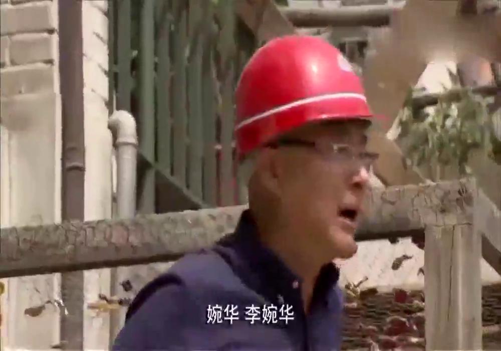 包工头不认识老板,拆迁现场拿砖头把老板给拍了