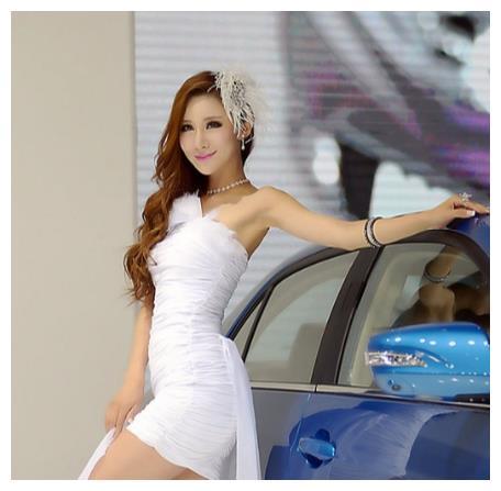 长安总算开窍了,邀请时尚车模助阵,走红成都车展