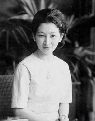 老照片:日本最漂亮的皇后美智子,曾拒绝天皇和三岛由纪夫的求婚