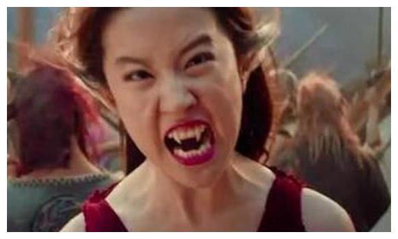 同是演妖精,刘亦菲靠牙齿,周迅靠装扮,而她只需要一个微笑
