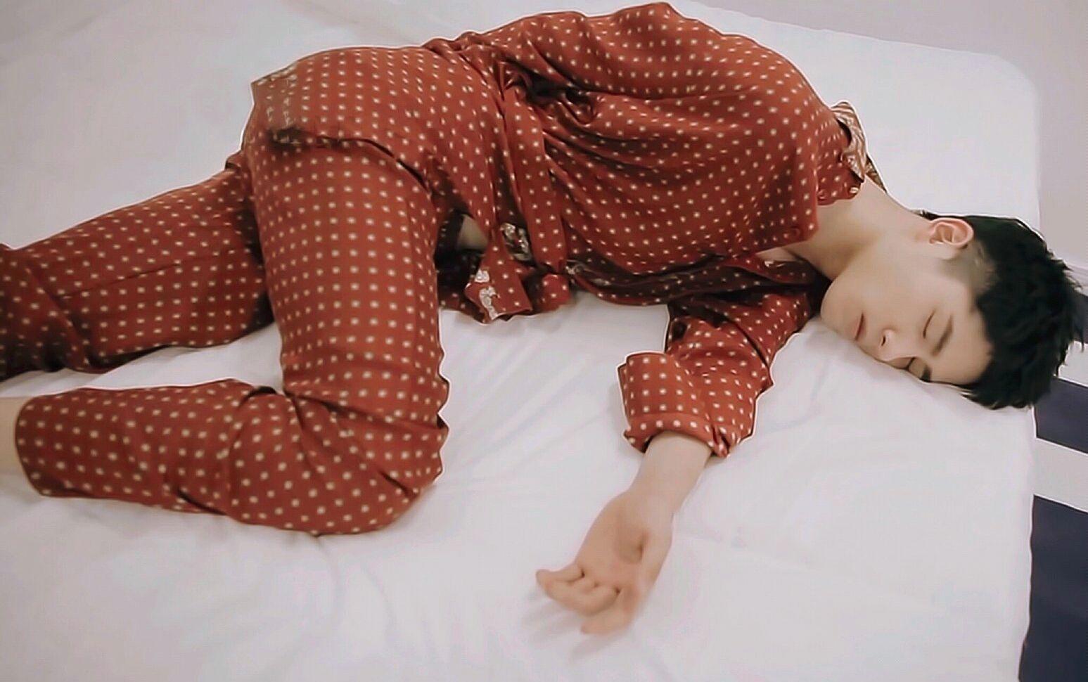 男明星睡颜篇,看了朱一龙,张艺兴,罗云熙的睡颜失眠了