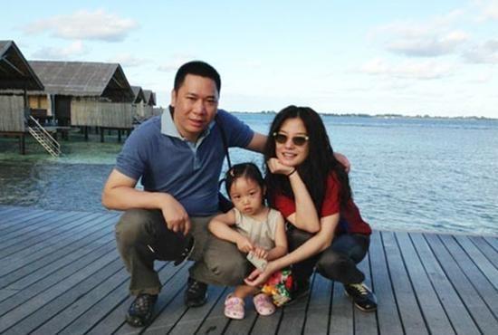 赵薇的女儿小四月长大了,活泼可爱有灵气,颜值和妈妈一样高!