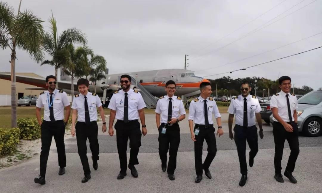 柬埔寨机长:年仅19岁,要为国家而飞