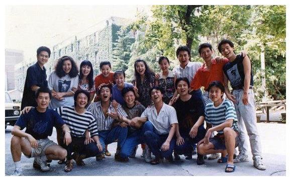 胡军江珊三十周年班会,那时候的徐帆和何冰谁更美