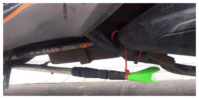 DIY一个小鱼护,和竿和炮台一起绑在电动车下面,随时准备开钓