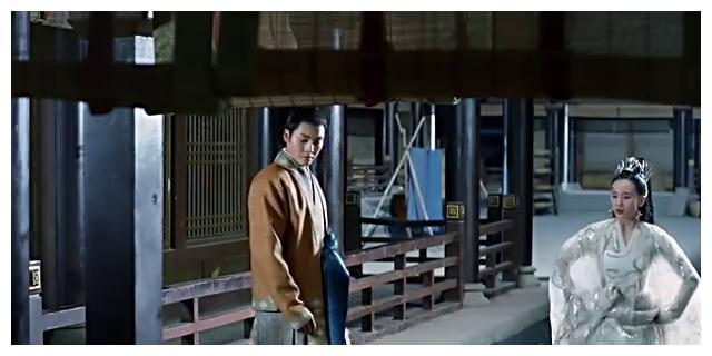 《醉玲珑》刘诗诗和陈伟霆在井边找到香囊怀疑季晨掠走汤晶媚