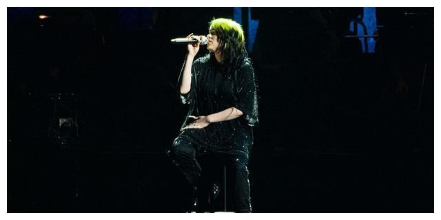 碧梨获全英音乐奖最佳国际女歌手,现场首唱007主题曲
