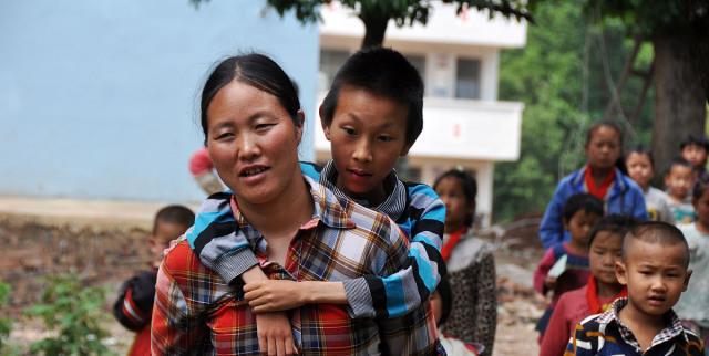母爱有多伟大?7张母子照让人潸然泪下:世间唯有母爱能超越生死