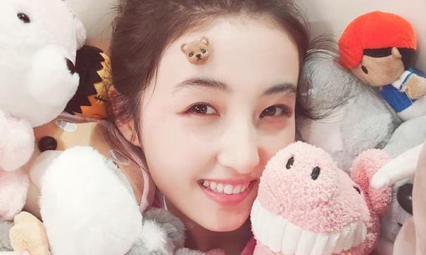 张子枫吴磊操场甜蜜相拥,最萌身高差引全网羡慕,这也太甜了叭!