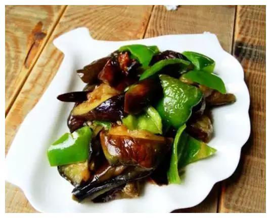 美味菜谱推荐:茄子玉米饼,青椒茄子,香菇板栗焖饭的做法