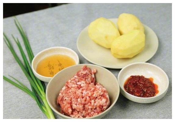 土豆新练,桌上连果汁都没有,超级好吃哦~