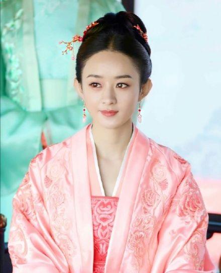 女星古装粉衣造型,赵丽颖唐嫣迪丽热巴毛晓彤吴倩,你最喜欢谁?