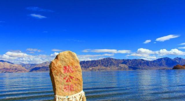 实拍神奇的班公湖,中印两国共用的湖泊,被称为世上最任性湖泊