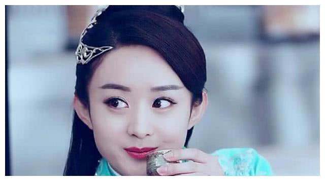 古装剧中女星举杯:赵丽颖娇俏,杨幂惬意,而她却经典到难以超越
