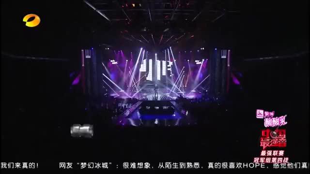 郑钧组刘明辉登台,演唱beyond《长城》,全场观众掌声雷动