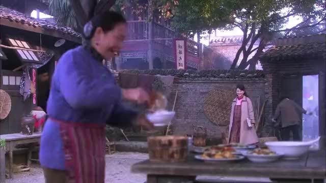 烽火儿女情:阿庆看不惯父母对苏雨涵的照顾,处处针对苏雨涵