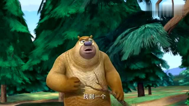 熊出没:熊二真贪吃,掏马蜂窝,被马蜂追的跑飞了