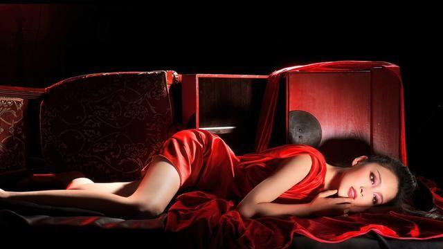甘婷婷红衣性感写真,这样的美女请给我来一打