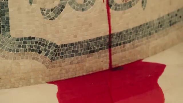 美女在浴室割腕,宁死也不说出真相,太虐心了