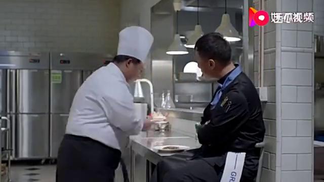 好先生 陆远批评着二厨,但还是细心的告诉二厨腌鱼的技巧