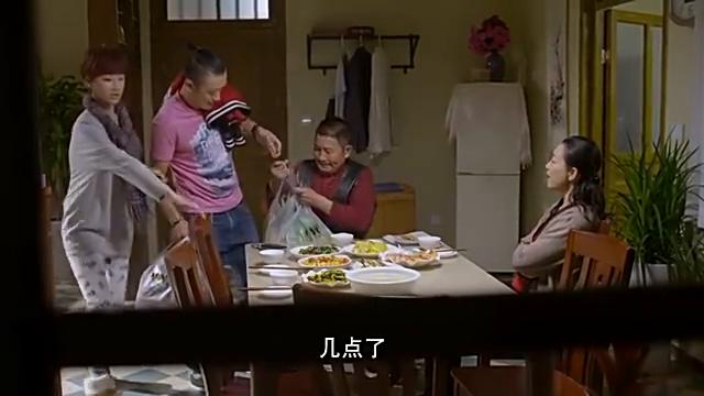 新媳妇刚因购物起争执,回家又因吃饭再争吵,这婆媳关系真不和谐
