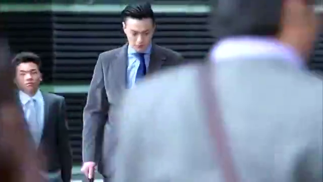 金牌律师:苏东律师一脸冷酷,不与人交流,那表情让人陌生!