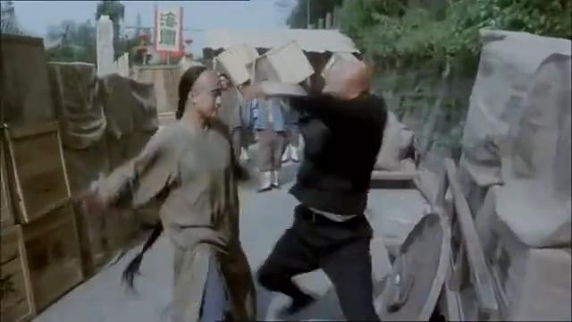 吴京第一部电影,电影中自创一种神功,为救钟丽缇暴打计春华!
