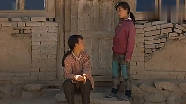 十三岁女孩当老师,班里没有学生听她的,现场一片混乱