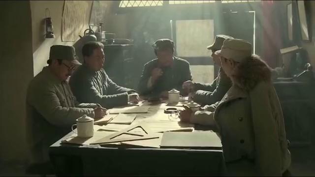 毛泽东:毛主席决定把中央分成两块,自己和周总理留在陕北!