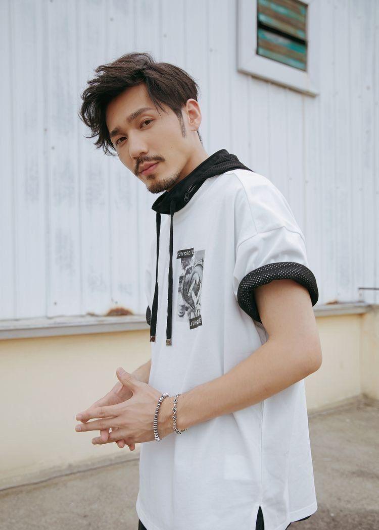 男明星私服篇,朱一龙,邓伦,王俊凯实力证明帅气和衣服无关