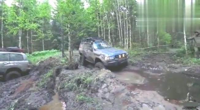 视频:没有绳子的话,jeep牧马人就悲剧了
