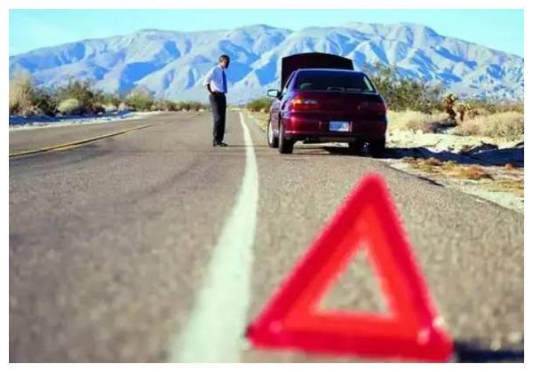 汽车半路发生爆胎,教你如何应急,省事更省心
