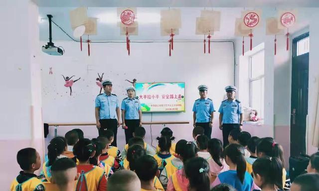 榆林米脂交警大队王沙沟中队走进七色光幼儿园上好交通安全课