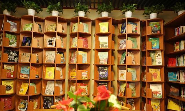 岳王庙开了家公共图书馆!芝麻信用550分即可借阅