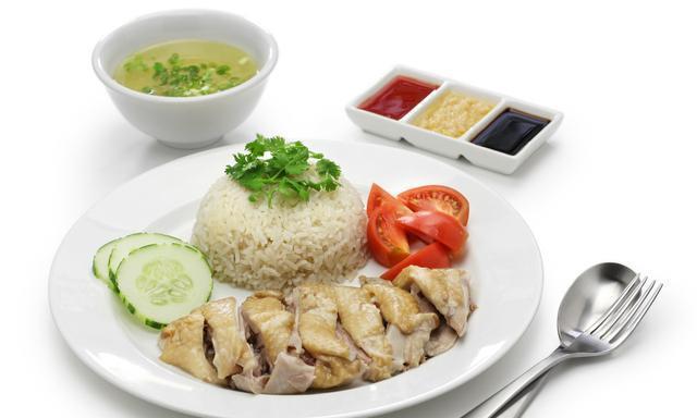 海南鸡饭风靡东南亚,深受海外欢迎,海南人:我们没有这个饭呀