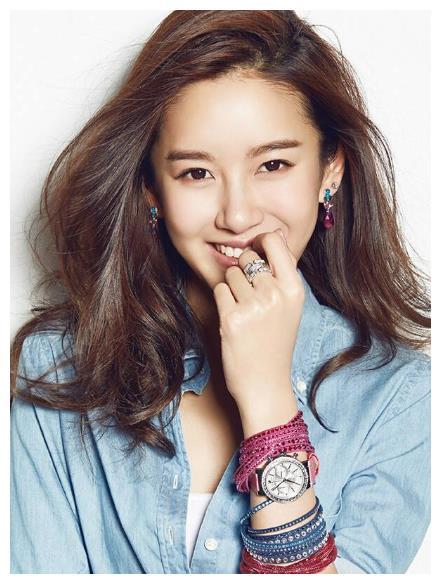 张子萱结婚生子后选择隐退娱乐圈,如今成为网红少女感十足