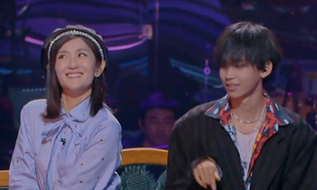 谢娜和斯外戈同台,镜头拉近有谁注意谢娜的牙齿?吃韭菜了?