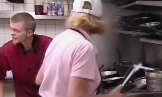 世界名厨吃小店牛排,看了眼后厨就无奈了,简直就是在糟蹋牛肉