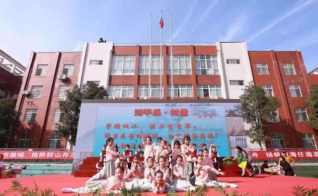 湘潭:杉山学校举行校园读书节展示活动