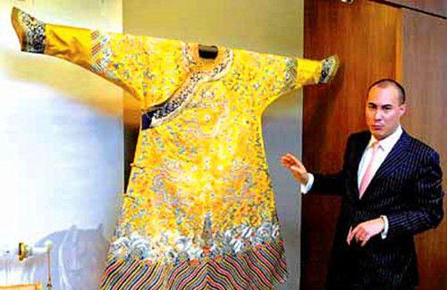 实拍珍藏在英国博物馆的乾隆龙袍,被侵华英军掳走,再难回中国
