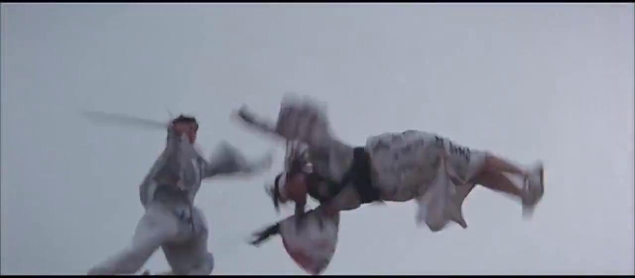 步青云和宫本打斗时,差点掉进海里