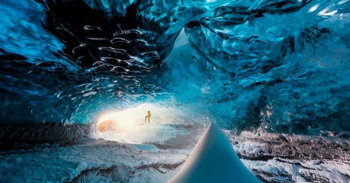冰岛瓦特那冰川下形成的天然蓝冰洞,冰岛旅行中的必打卡之地