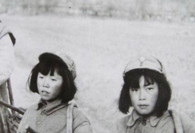 罕见老照片:少见的抗日女兵,刘嘉玲的旧照,李小龙左拥右抱!
