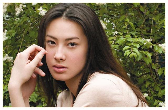 """郭晶晶生女,公公霍震霆奖励10亿,就因女儿有双""""腰果眼""""?"""