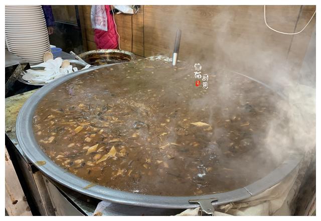 西安人的早餐真实在,10元吃到撑,南方人:经济实惠,午饭也省了