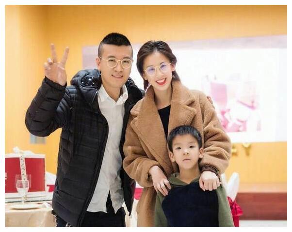 杨子夫妇好幸福,其女儿杨海润15岁了,气质与才华不输黄圣依