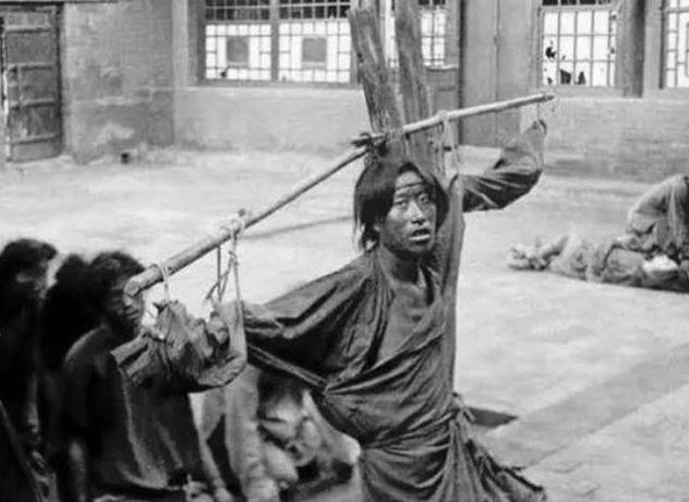 珍贵老照片:中国政府用汽车收容妓女,紫禁城神武门外太监很悠闲