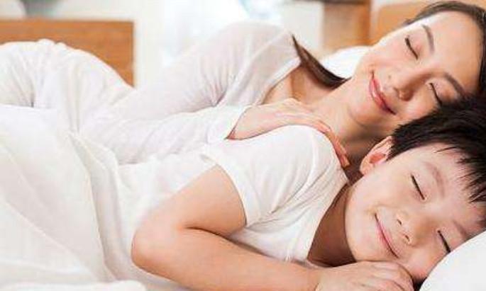 """孩子多大开始有""""性意识""""?男孩到了这个年纪,再不分房睡就晚了"""